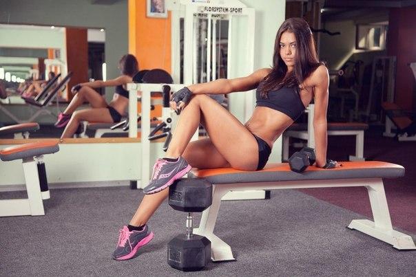 фитнес модель Nadinn Charming