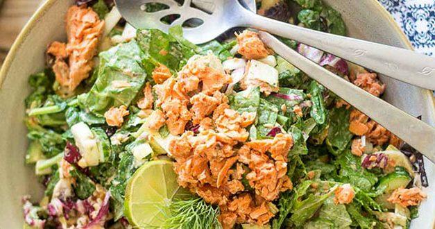 Быстрый салат с лососем